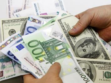 Ажиотаж в обменниках - доллар укрепляется