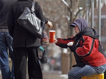 Власти США пересчитали бедняков