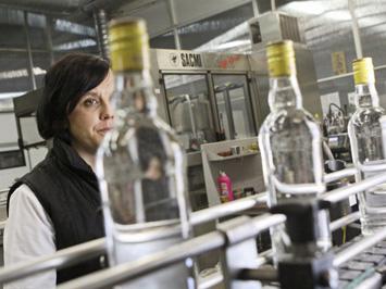 Рост акцизов сливает алкоголь в тень