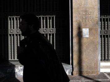 Жители Греции затягивают пояса с протестами