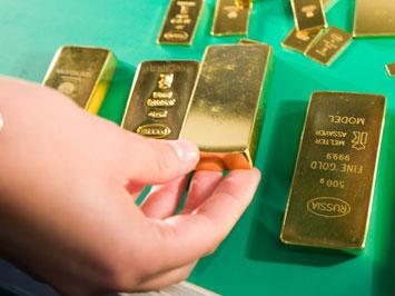 Центробанки скупают золото